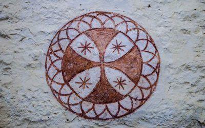 """Conferencia de Irati Aguirre Erice: """"Las cruces de consagración en las iglesias románicas de Álava. Análisis y posibles significados"""""""